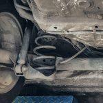 Pęknięta sprężyna amortyzatora – jakie są przyczyny i objawy awarii?